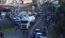 Gasolina chega para consumidores em postos da Serra e venda enfrenta protestos
